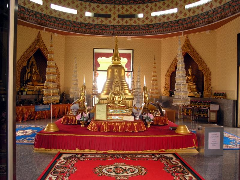 Nakhon Sawan Inside the Temple