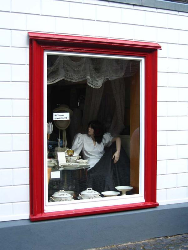 lady in the vitrine...