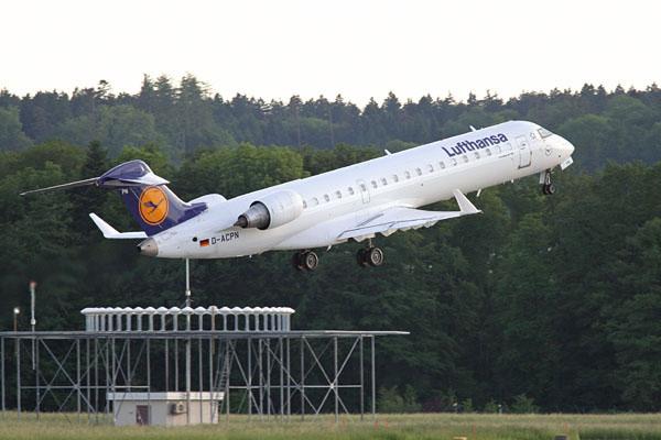Lufthansa CRJ departing from Zurich
