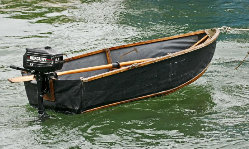 Une barque en tissu tendu