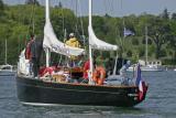 Pen Duick II remonte la rivière d'Auray - Semaine du Golfe 2005