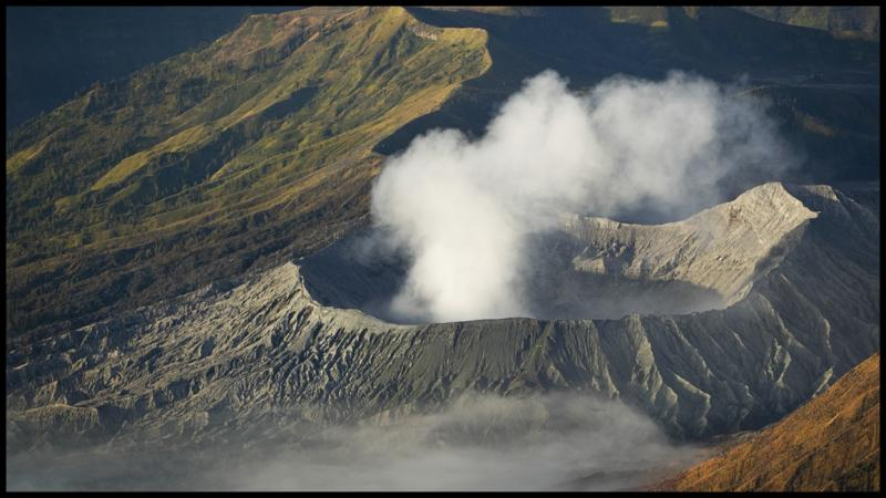 WM-2005-0726- 1454 - INDO - Volcans dIndonésie copie.jpg