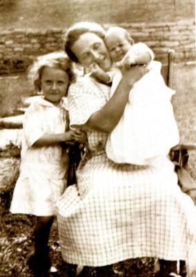Esther, Mary R. Stumpf (Helmick) , Violet / 1919  Covington, Ky