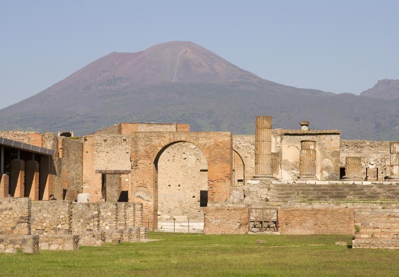 pompei and vesuvius.jpg