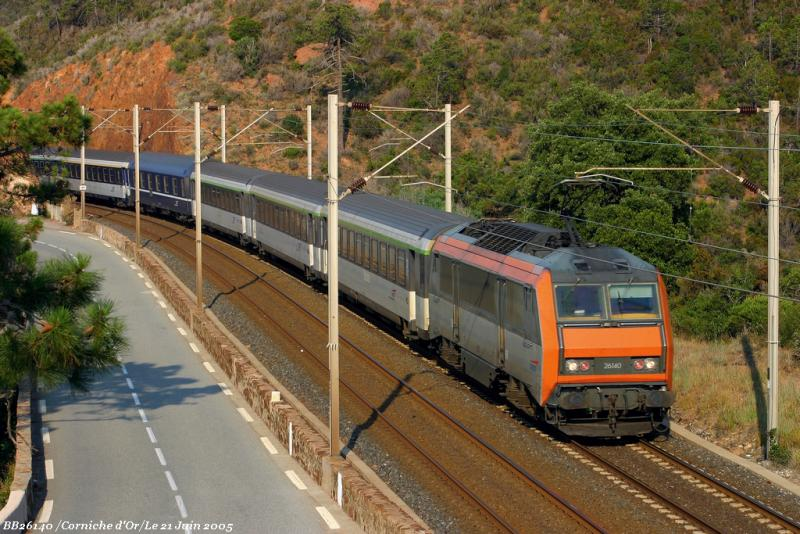 The night train Strasbourg-Nice and the BB26140 between St Raphaël and Cannes.