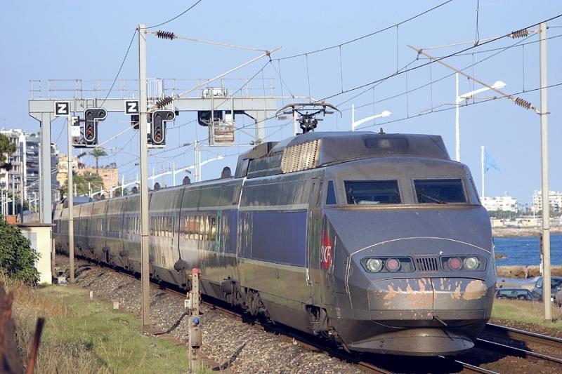 A double units of TGV Sud-Est, at Cannes