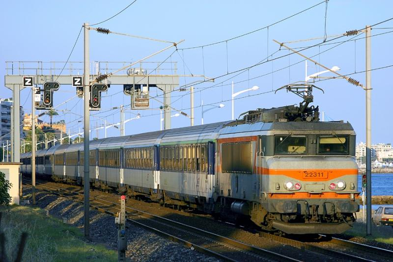 The BB22311 and a long night-train going to Strasbourg, in the East of France, seen at Cannes.