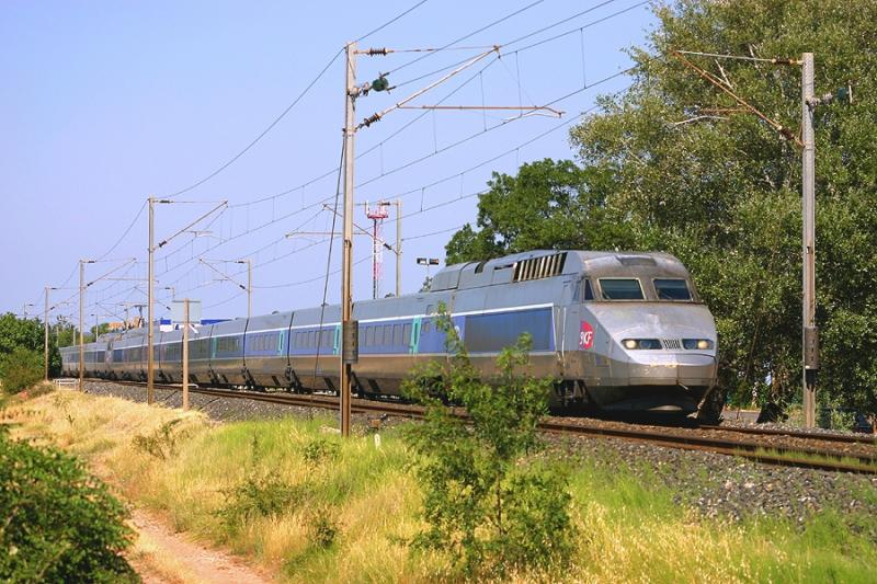 Coming from Nice, a double unity of TGV Réseaux near Le Luc-Le Cannet.