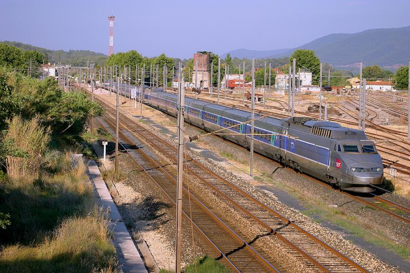 Double unity of TGV Sud-Est at Carnoules.