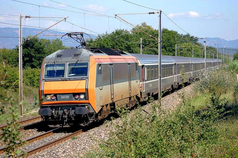The BB26028, heading to Marseille, with the train Nice-Bordeaux.