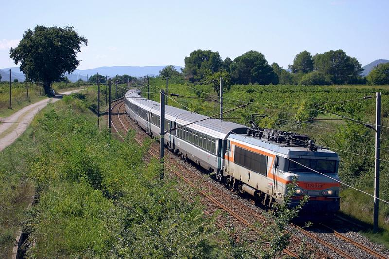 The BB22320 and the train coming from Bordeaux and Marseille.