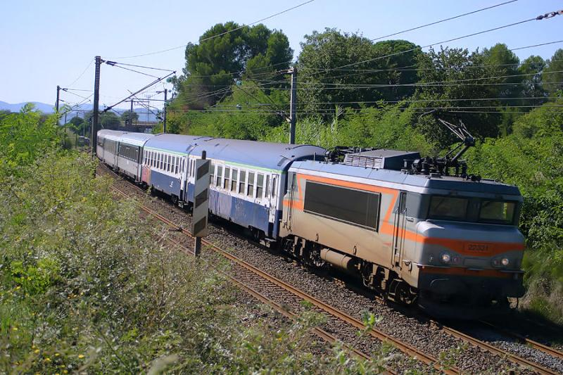 The BB22331 near Les Arcs.