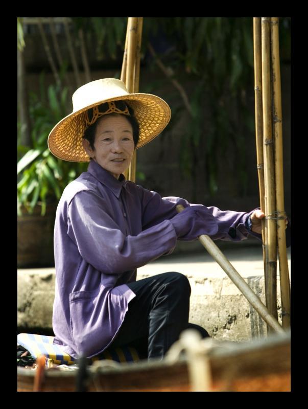 woman floating market.jpg