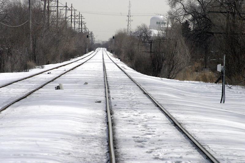 ex curvy snow covered train tracks 8645.jpg