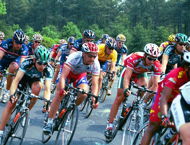 Lance Armstrong in the pack