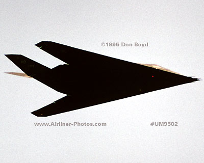 1995 - USAF F-117A Stealth Fighter military aviation stock photo #UM9502