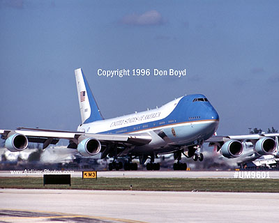 1996 - USAF VC-25A (747-2G4B) Air Force One #82-8000 aviation stock photo #UM9601