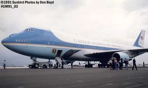 1991 - USAF VC-25A (747-2G4B) Air Force One #82-9000 aviation stock photo #UM91_02