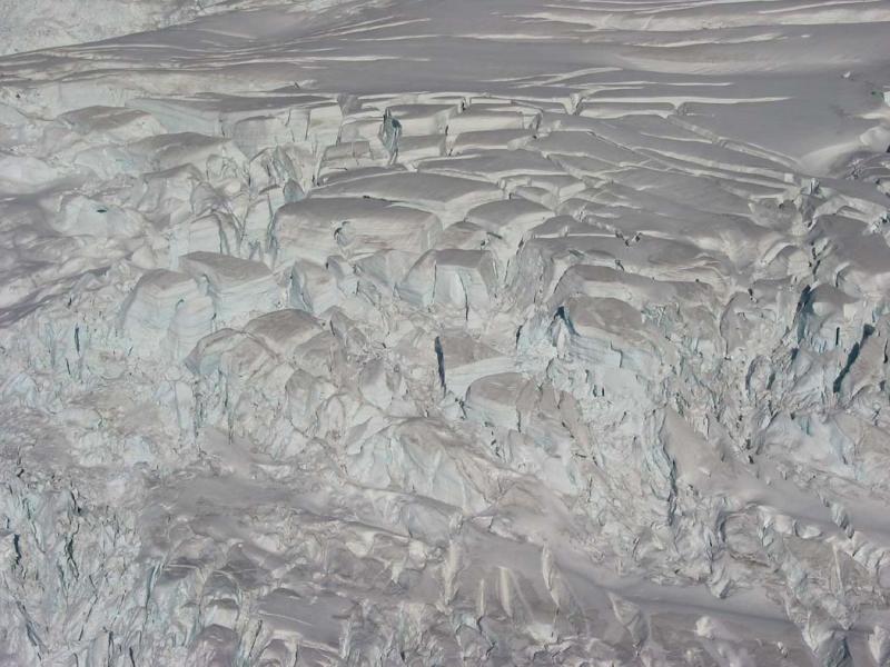 Easton Glacier, Seracs & Crevasses (MtBaker110503-58.jpg)
