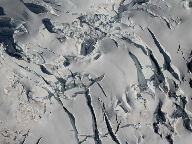 Chocolate Glacier Crevasses (GlacierPk092105-097aeh.jpg)