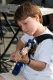 Thomas à la guitare