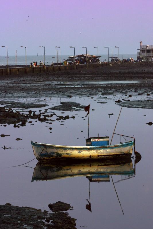 Haji Ali_Boat at Haji Ali.jpg