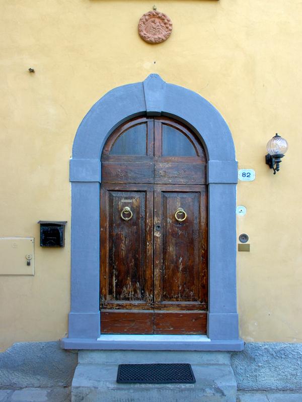 A front door on a Tuscan villa. & A front door on a Tuscan villa. photo - Gordon Eyre photos at pbase.com