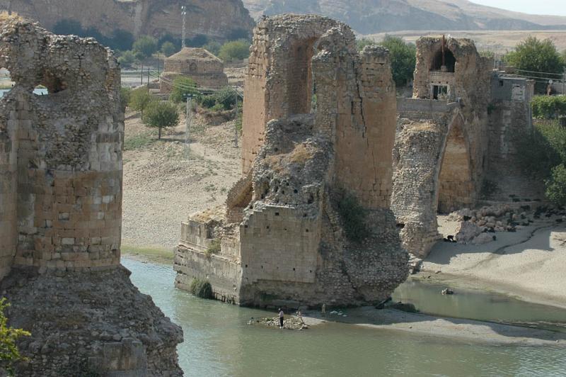 Hasankeyf Tigris Bridge 1719.jpg