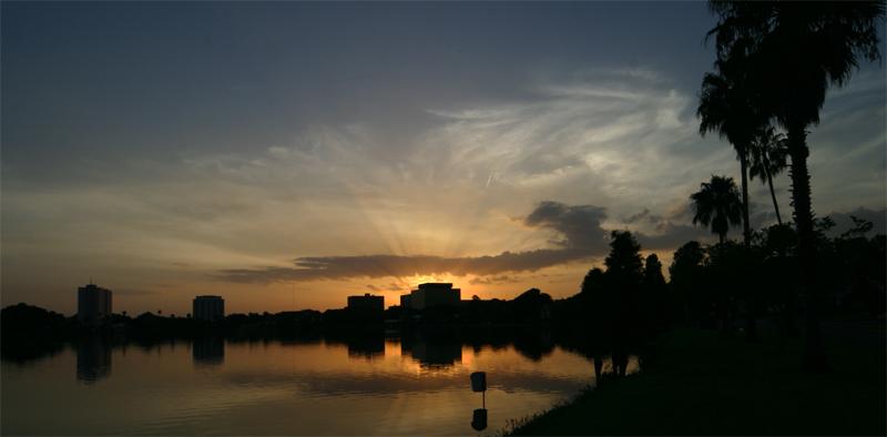 Lake Morton Panorama.jpg