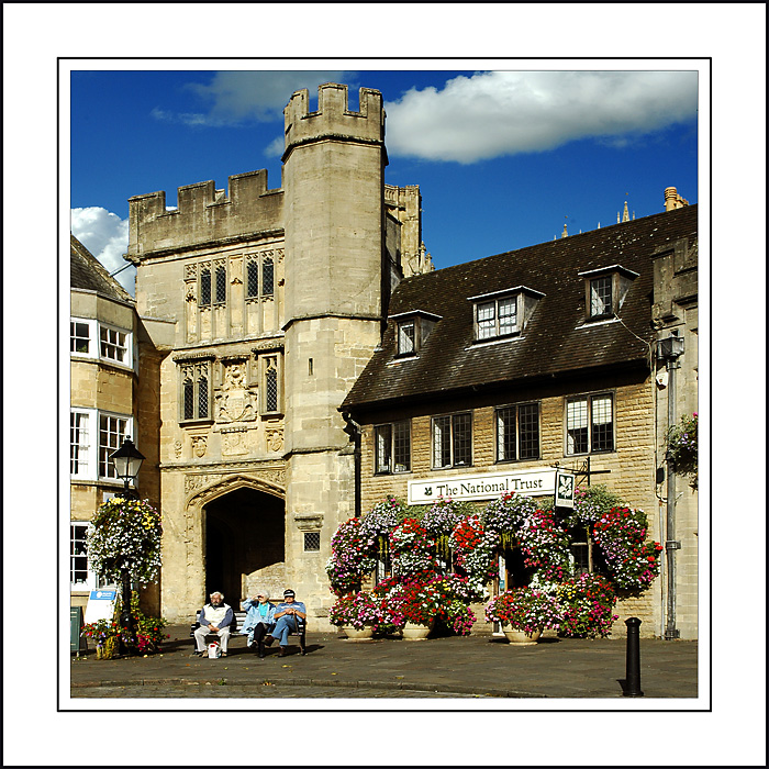 Gate and National Trust shop, Wells