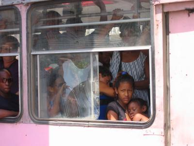 Two young girls riding the bus in La Habana (Sharif El-Hamalawi)