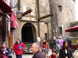 Pont-levis et porte donnant accès à la partie fortifié du village