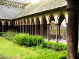 Le cloître de l'abbaye et les colonnades