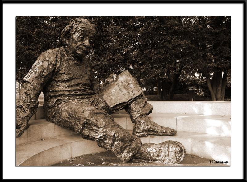 ds20050918_0027awF Einstein.jpg