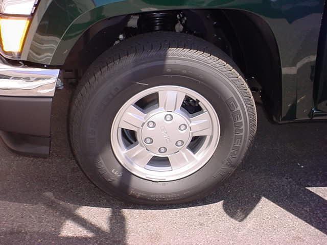 2005 GMC Canyon wheel