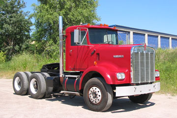 Red 1971 KENWORTH <br>W-923-112 Conventional