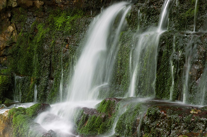Devils monument waterfall 4.jpg