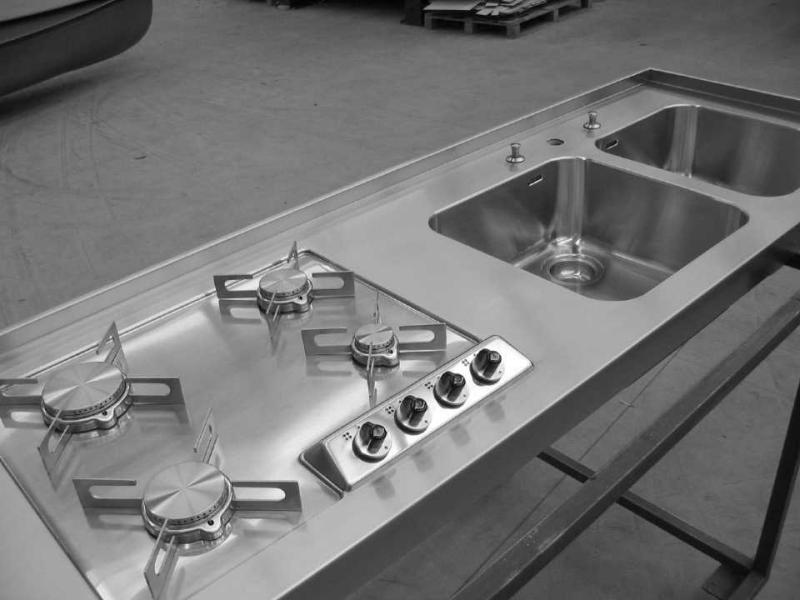 Piano cottura Alpes Inox saldato a filo piano e vasche photo ...
