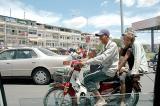 Phnom Penh, Family of 5 on bike.