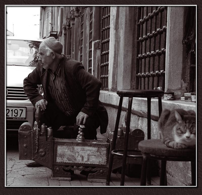 Shoeblack in Istanbul
