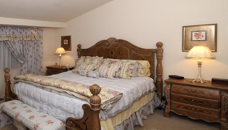 025 Master Bedroom - Web 09-06-2005 2728 Tribune Ave.jpg