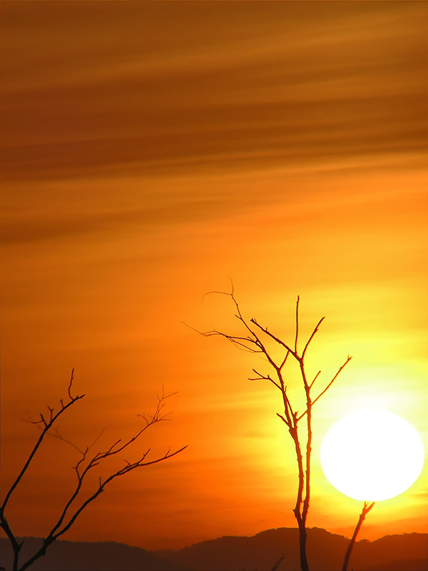 The sun is born in Caruachi / El sol nace en Caruachi