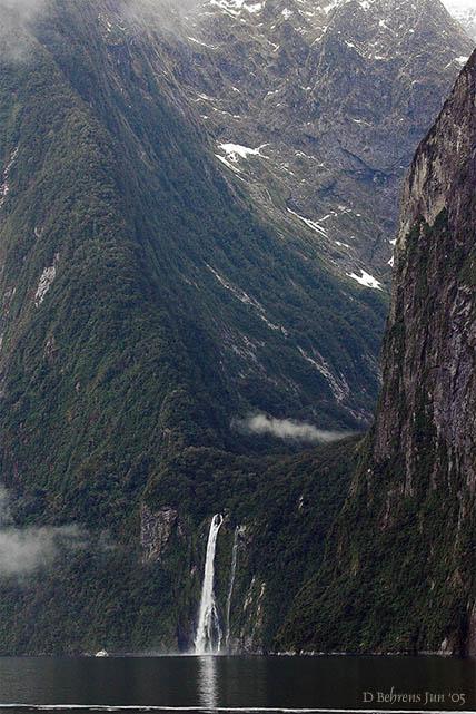 Saddle falls in Milford Sound.jpg