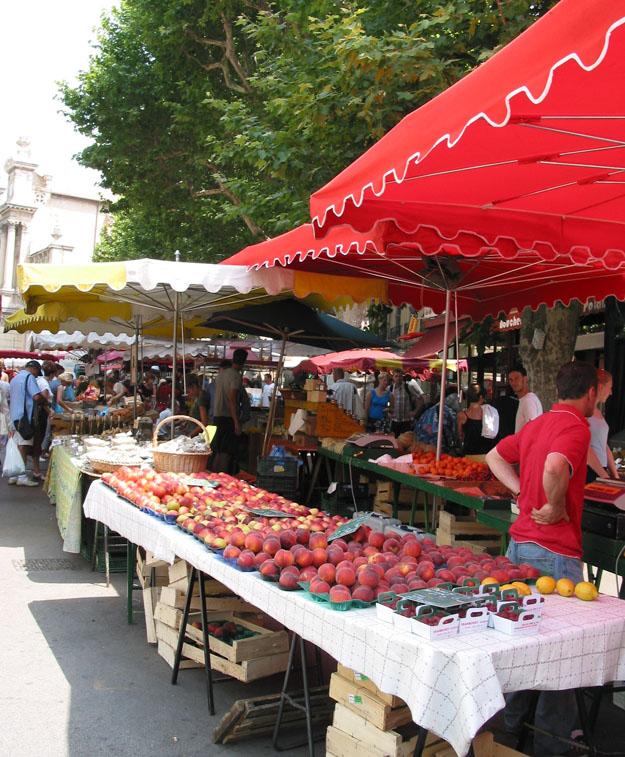 Peaches at  Aix Market