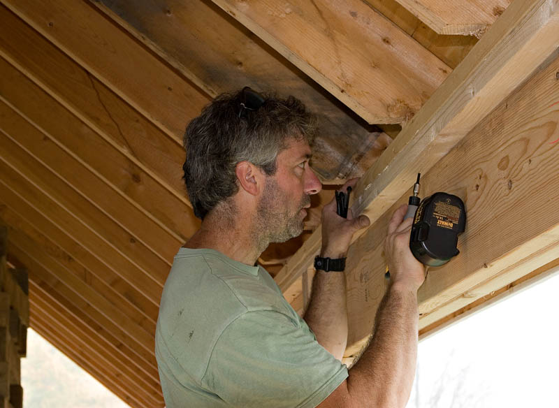 Fastening the roof