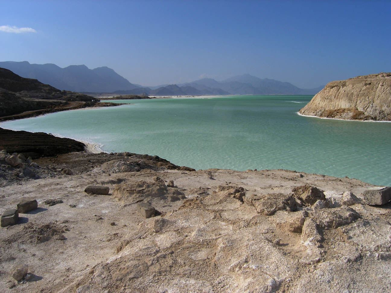 lac assal2 nov 2004.jpg