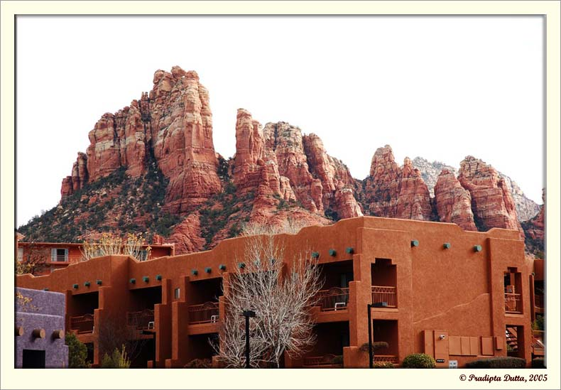 Red rocks behind the hotel