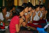 Young women-Shwedagon.jpg