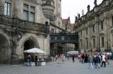Neobarocke Brücke zwischen Residenzschloss und Hofkirche (Kathedrale St. Trinitatis)