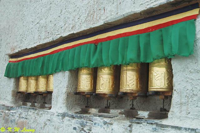 Prayer wheels in Rongbuk Monastery
